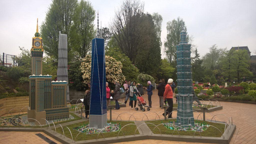 Olbrzymie wieżowce z LEGO